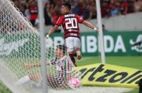 Uribe marca 2, Flamengo passa fácil pelo Fluminense e se aproxima do Palmeiras