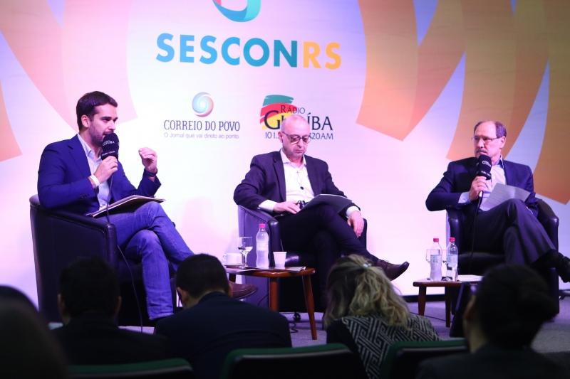 Leite (E) disse ter posição clara de apoio a Bolsonaro; ontem, candidato do PSL fechou apoio a Sartori (D)