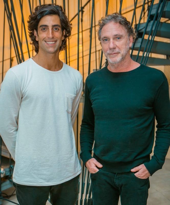Pedro Horn Sehbe recebeu Oskar Metsavaht para um bate-papo sobre moda e sustentabilidade, na loja Magnabosco, em Caxias do Sul