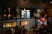 Depósito de posto vira bar temático em São Leopoldo