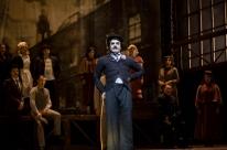 Do cinema ao teatro: Musical Chaplin é atração em Porto Alegre