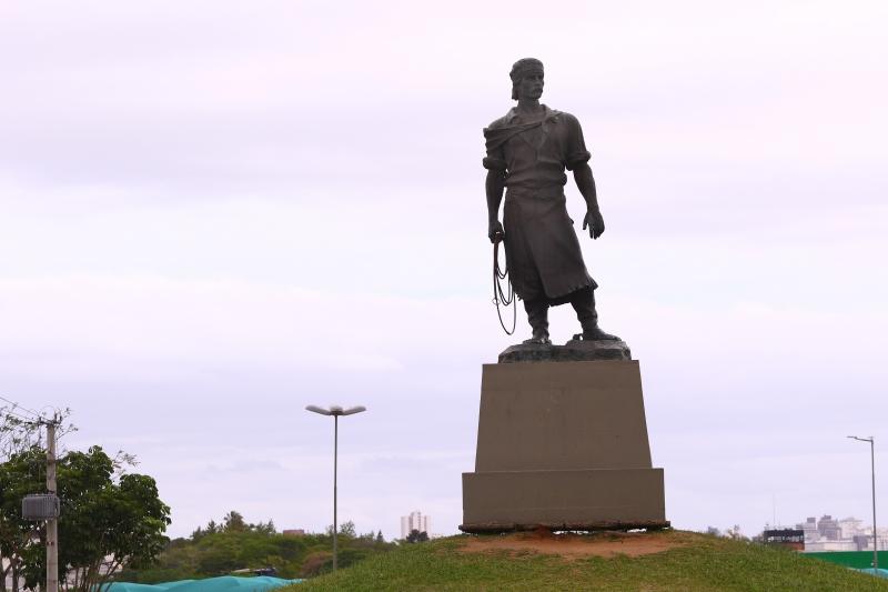 Estrutura de andaime será instalada no entorno da estátua durante o período