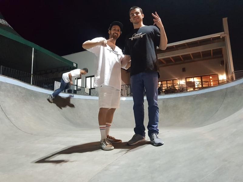 O Cannes Skatebar é propriedade de Diego López (à esquerda) e Gustavo Machado (à direita)