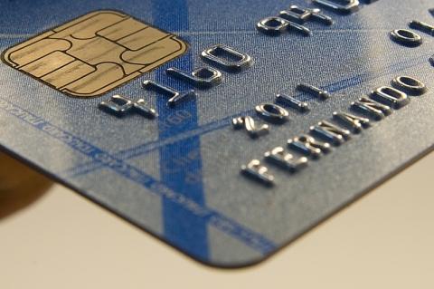 Juro médio do rotativo do cartão sobe em julho para 300,3% ao ano