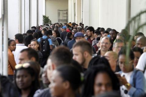 Desemprego fecha 2018 em 12,3% em ano marcado por recorde na informalidade