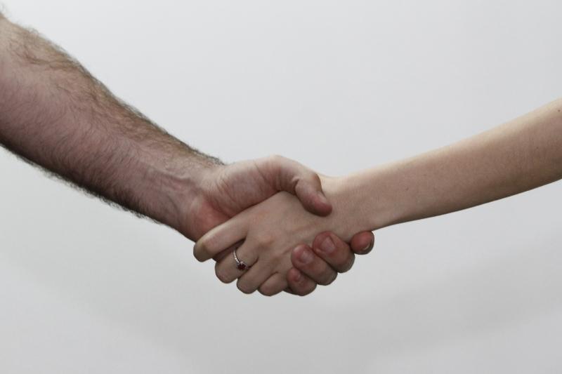 GE aperto de mãos