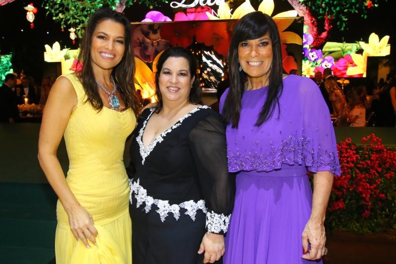 As irmãs Nora Teixeira, Aline Livonius Teixeira e Bettina Becker