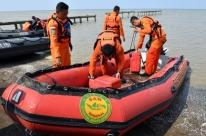 Voo com 188 pessoas cai no mar após a decolagem na Indonésia