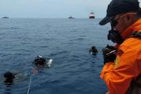 Avião com 189 pessoas cai na Indonésia