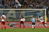 Com ajuda do VAR, River Plate vira sobre o Grêmio e está na final da Libertadores