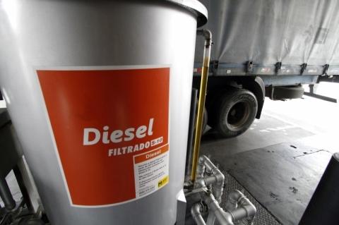 Em um ano, o preço do litro do diesel ficou 5% mais caro