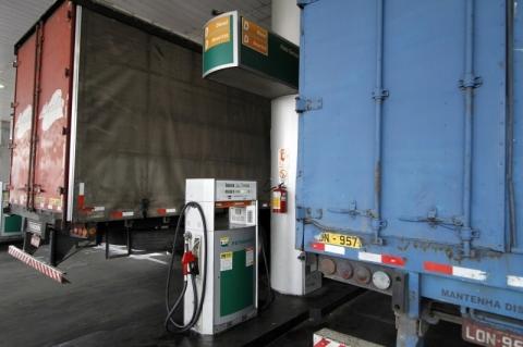'Estamos trabalhando', diz ministro de Minas e Energia, questionado sobre diesel