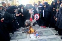 Prestes a sofrer sanções dos EUA, Irã celebra aniversário da tomada de embaixada
