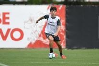 Com Dourado em campo, Inter inicia preparação para encarar o Ceará