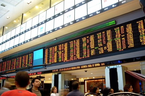 Bolsa de São Paulo sobe 1,23%, renova máxima histórica e fecha em 110.300,93 pontos