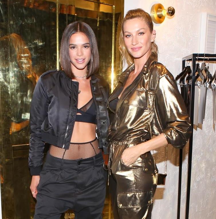 Bruna Marquezine e Gisele Bündchen na  inauguração da nova loja Rosa Chá em Los Angeles