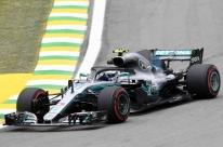 Em treino alucinante, Bottas supera Hamilton por 3 milésimos e fecha dia na ponta