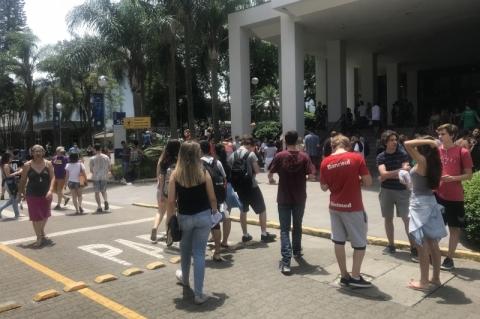 Projeto no Senado quer ampliar empréstimos do Fies para alunos de classe média
