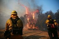 Com 31 mortos, incêndios na Califórnia continuam fora de controle