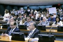 Depois de bate-boca sobre projeto Escola sem Partido, sessão é suspensa