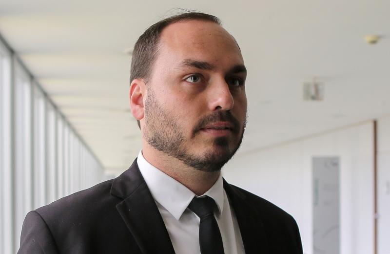 """Filho """"02"""" do presidente pediu licença não remunerada na Câmara Municipal do Rio"""