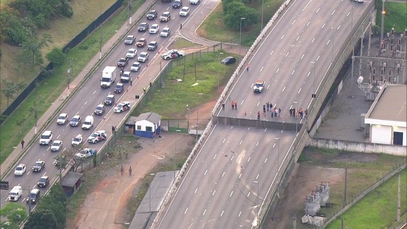 Descolamento na estrutura provocou um desnível de quase dois metros no viaduto