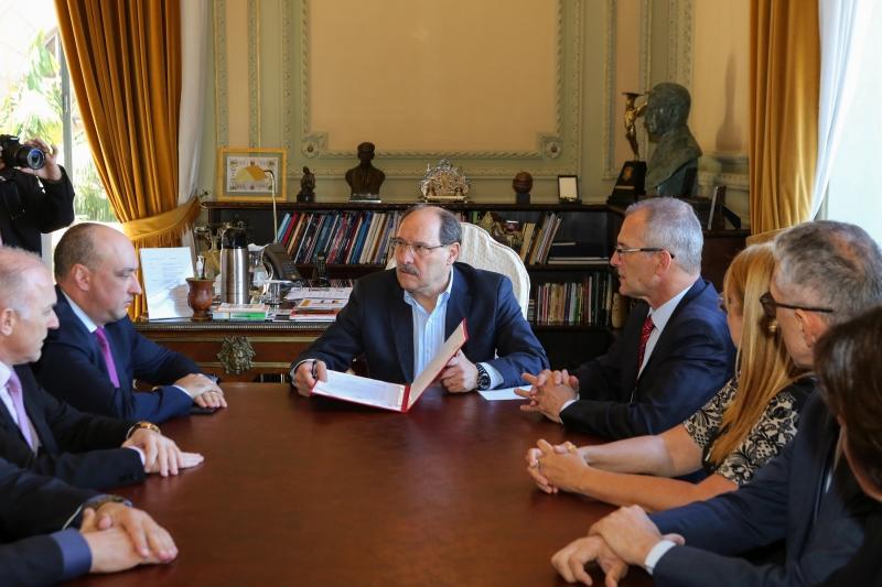 Sartori e equipe lançam a campanha de descontos para tentar melhorar o caixa antes do fim do governo