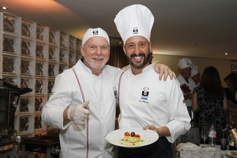 Francisco Miguel Schmidt com o sobrinho Ico Thomaz no Jantar de Formatura do União Cooks