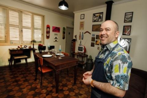 Menor restaurante de Porto Alegre atende apenas duas pessoas