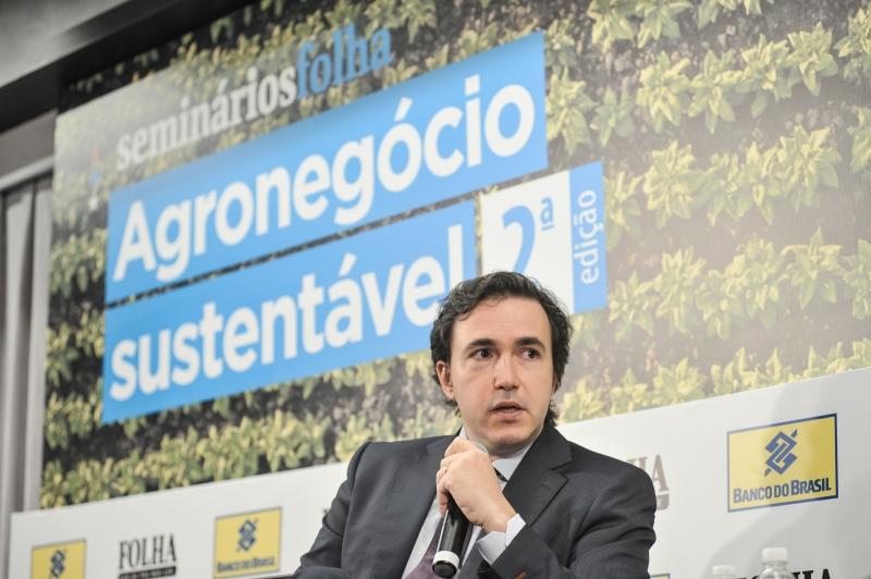 Bancos financiam R$ 500 bilhões para cadeia agrícola, disse Fernandes