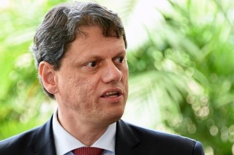 Governo quer diversificar política de transportes, diz ministro da Infraestrutura