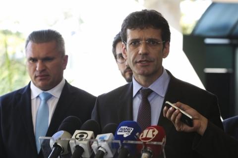 Ministro do Turismo rejeita se afastar após ser acusado no caso dos laranjas