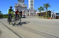Estrada recebe faixa compartilhada entre veículos e bicicletas