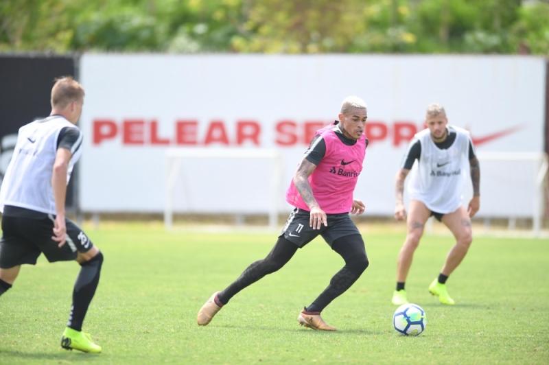 Hellmann deverá dar chances para vários reservas atuarem nesta partida de domingo