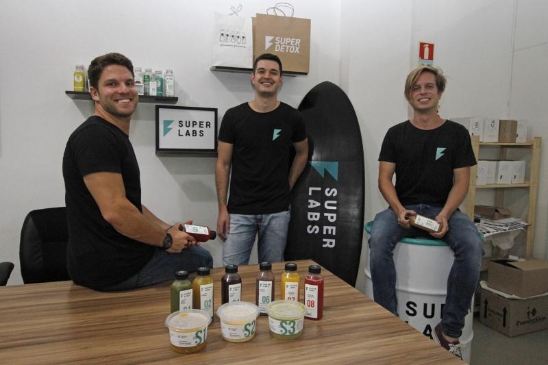 Eduardo Ribeiro, Marco Viana e Eduardo Teixeira criaram uma empresa de alimentos naturais, com fábrica na cidade de Eldorado do Sul