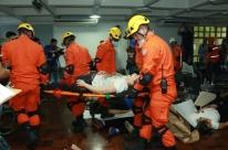 Acidente simulado mobiliza socorristas na zona Norte de Porto Alegre