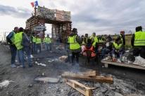 França deve suspender reajuste de impostos sobre combustíveis