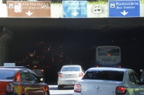 Túnel da Conceição em Porto Alegre fica sem luz após furto de cabos de energia
