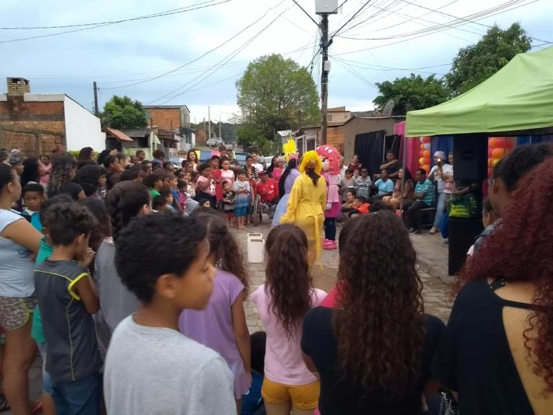 Natal Solidário, realizado no último dia 2, atraiu crianças e adultos para uma celebração à solidariedade