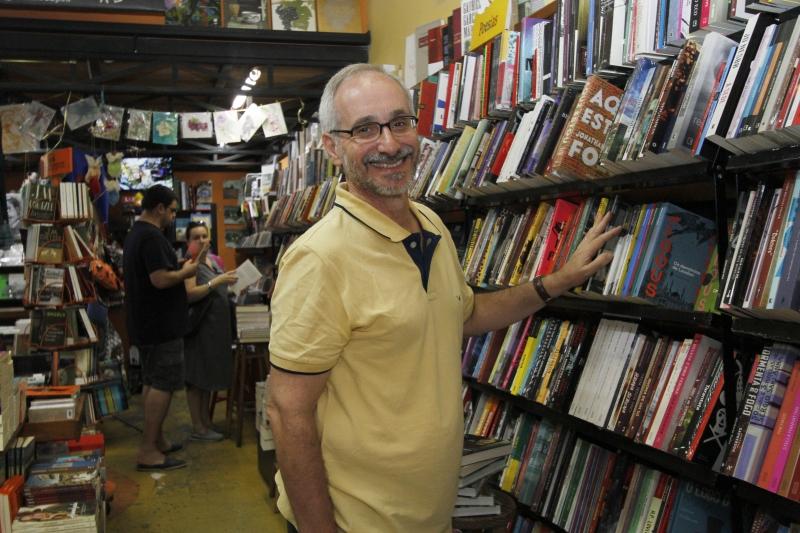 Acervo e a curadoria são diferenciais, diz Milton Ribeiro, dono da livraria