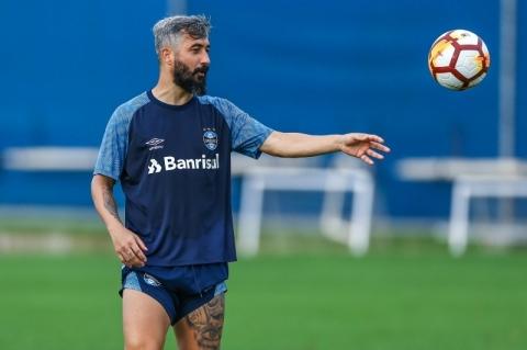 Ex-Grêmio, Douglas deixa os gramados aos 38 anos