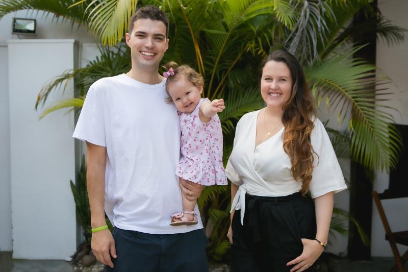 Rodrigo Marques, a filha Bella e Patrícia Rotermund