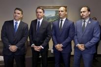 Alexandre de Moraes manda para PGR notícia-crime contra família Bolsonaro