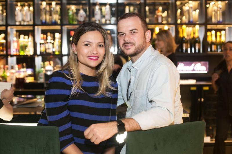 Camila Leaes e Alexandre Silveira curtindo o Sui Rooftop