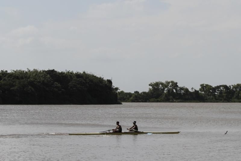 Remo é o principal esporte promovido pela sede da ilha Visita à sede do Grêmio Náutico União  Ilha do Pavão