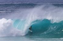 Tubos perfeitos em Pipeline coroam o bi mundial de Gabriel Medina no surfe