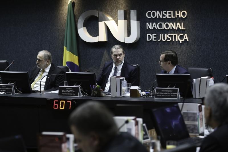 Presidente Dias Toffoli (c) deliberou o tema durante a última sessão plenária do ano do Conselho de Justiça