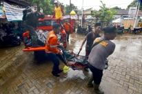 Tsunami na Indonésia deixa centenas de mortos e ao menos 800 feridos