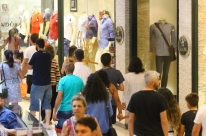 'Racha' entre lojas de shopping cria grupo dissidente