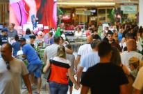 Confiança do comércio cai 5,4 pontos em maio, revela FGV